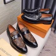 LOUIS VUITTON ルイ ヴィトン定番のストリートスタイル 2色可選革靴 19流行り