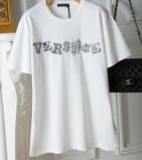 2019年春夏のトレンド 最新の注目ファッション 春らしい季節感 VERSACE ヴェルサーチ 半袖Tシャツ